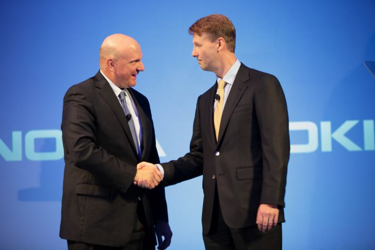 Ballmer shakes hands with Siilasmaa