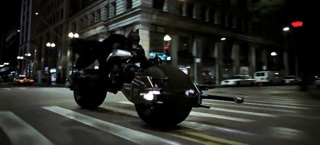 Lepakkopyörä. Kuvakaappaus leffasta The Dark Knight.